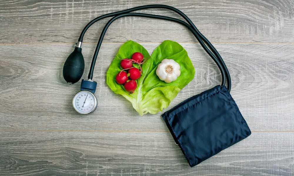 کنترل فشار خون با استفاده از مواد غذایی و رژیم غذایی سالم